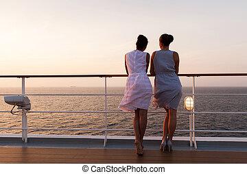 dos mujeres, el mirar, salida del sol, en, vaya barco