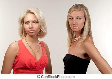 dos mujeres, en, gris