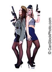 dos mujeres, en, un, vendimia, uniformes militares, con, armas de fuego