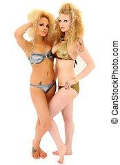 dos, mujeres hermosas, en, bikinis