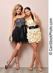 dos, mujeres hermosas, en, imaginación, dresses.
