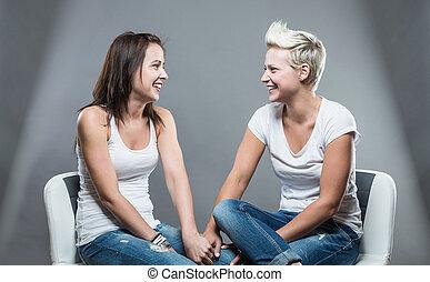 dos, mujeres hermosas