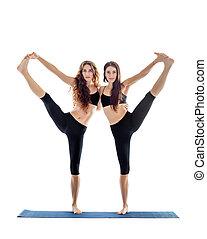 dos, mujeres jóvenes, hacer, yoga, asana, extendido, mano, a, grande, dedo del pie, pose., utthita, hasta, padangustasana