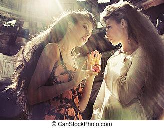 dos mujeres, tenencia, magia, frasco