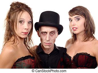 dos mujeres, y, un, hombre, en, disfraz, vampiro