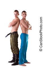 dos, muscular, hombres, posar, en, uniforme