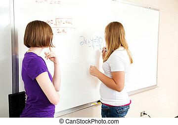 dos niñas, en, álgebra, clase