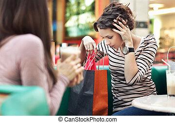dos, niñas hermosas, con, shoppingbags