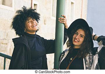 dos niñas, sonriente, aire libre