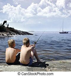 dos niños, pesca