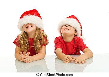 dos, niños, tener diversión, en, tiempo de navidad