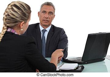 dos, oficinistas, en, reunión
