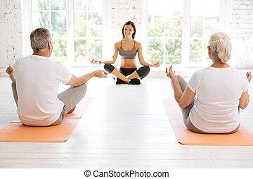 dos, personas edad avanzada, aprendizaje, cómo, meditar