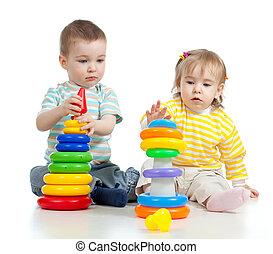dos, poco, niños jugar, con, color, juguetes
