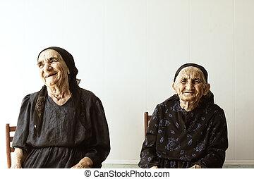 dos, sonriente, mujeres mayores