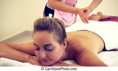 dos, spa, obtient, masage, femme, therapist.