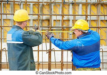 dos, trabajadores construcción, elaboración, refuerzo