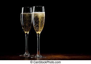 dos, vidrio, con, un, champaña, en, un, tabla de madera