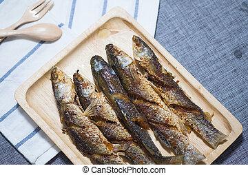 dosmażana ryba, drewno, obsłużony, łepak, taca