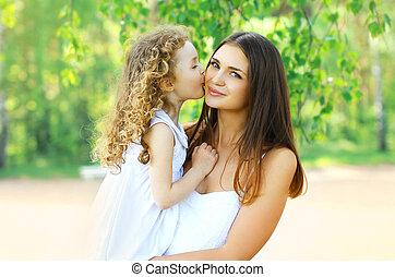dotter, söt, glad släkt, mor