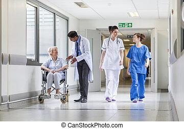dottori, corridoio, paziente, femmina, ospedale, anziano, infermiera