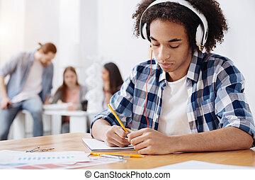 doué, notes, persistant, jeune, étudiant, confection