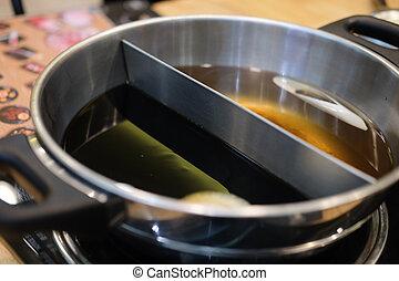 Double flavor hot pot