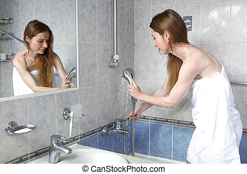 douche, salle bains, femme, jeune, prendre