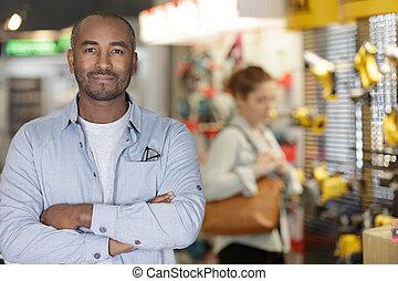 douilles, ouvrier, homme, magasin, commerce, commutateurs, matériel