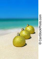 dourado, bolas, sol, árvore, decorações, praia, natal, arenoso, brilhar