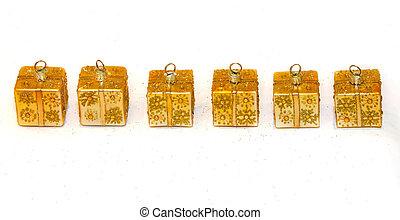 dourado, ornamentos