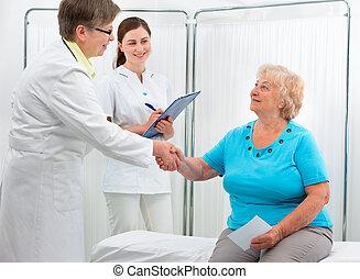 doutor, apertar mão, com, paciente