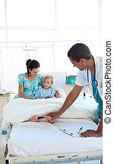 doutor, examinando, um, menininha, com, dela, mãe, em, reboque