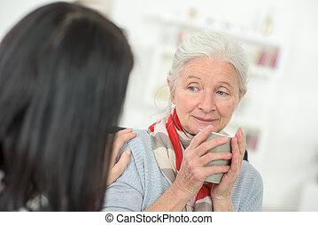 doutor, falando, para, um, idoso, paciente