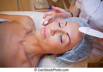 doutor mulher, cosmetologia, rosto, pôr, creme