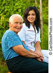 doutor mulher, idoso, /, ao ar livre, enfermeira