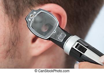 doutor, verificar, orelha, de, paciente