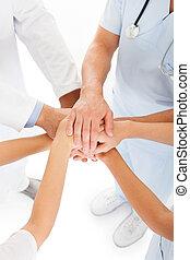 doutores, empilhando mãos
