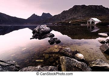 Dove Lake  - Beautiful Dove Lake Landscape