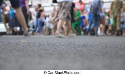 downtown., concept, mouvement, brouillé, bas, piétons, croisement, passage clouté, intersection, été, ville, motion., foule, unrecognizable, grand, lifestyle., lent, marche, day., angle, gens, urbain, vue