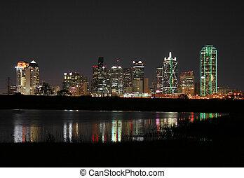 downtown, dallas, texas, op de avond