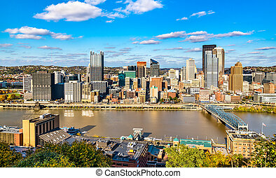 Downtown Pittsburgh and the Smithfield Street Bridge in Pennsylvania