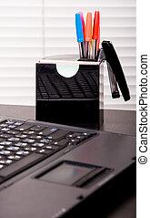 draagbare computer, pennen, kantoor