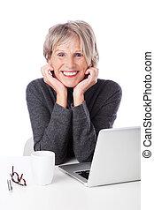 draagbare computer, vrouw, gepensioneerd, moderne
