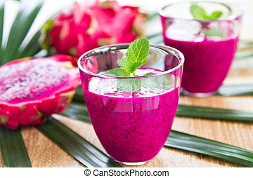 Dragon fruit juice - Fresh purple Dragon fruit juice in...