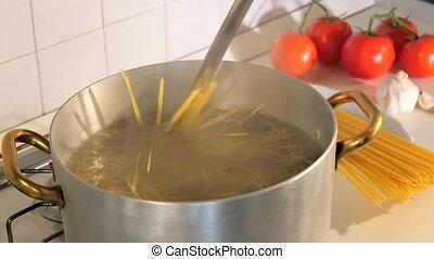 draining spaghetti - italian recipe, draining pasta cooked...