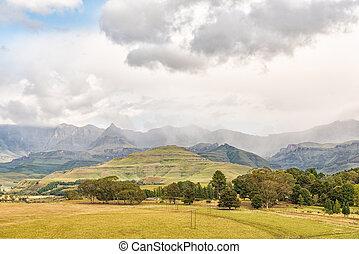 Drakensberg at Garden Castle. Rhino Peak is visible