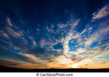 dramático, cielo de puesta de sol, encima, toscana, colinas, italy.