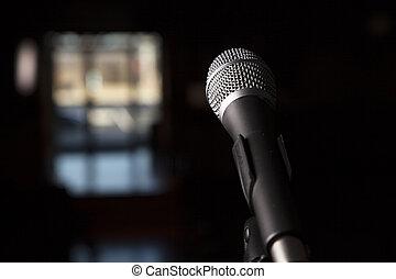 dramático, micrófono