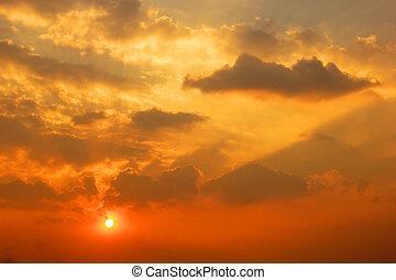 dramático, ocaso, salida del sol, con, nubes